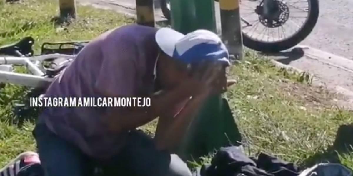 VIDEO. Presunto asaltante es vapuleado y llora al ser descubierto con pistola de juguete