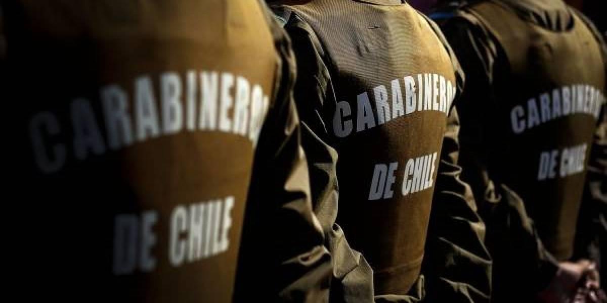 Carabineros reprodujo por alto parlante su himno en Valparaíso tras controlar desórdenes