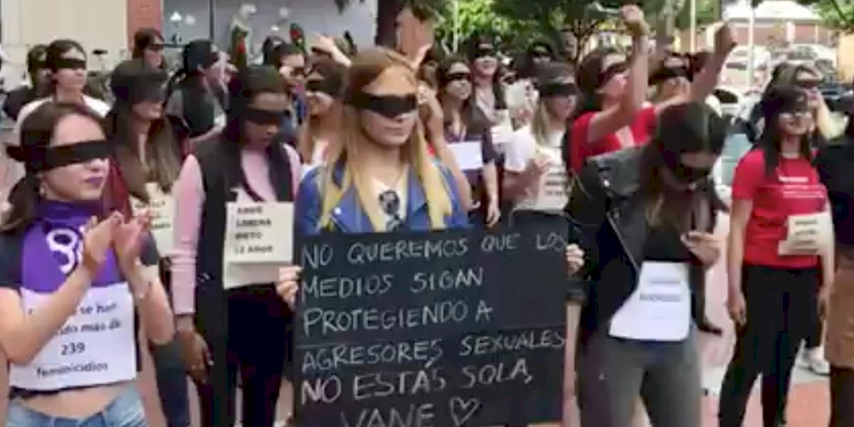 """Periodistas colombianas replican la coreografía de """"Un violador en tu camino"""
