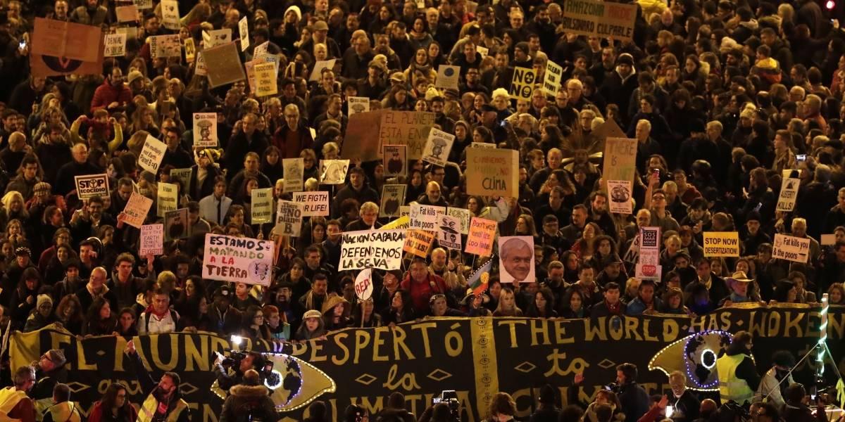 """""""El mundo despertó"""" y  banderas mapuches: Los guiños al estallido en Chile en protestas en la COP25"""
