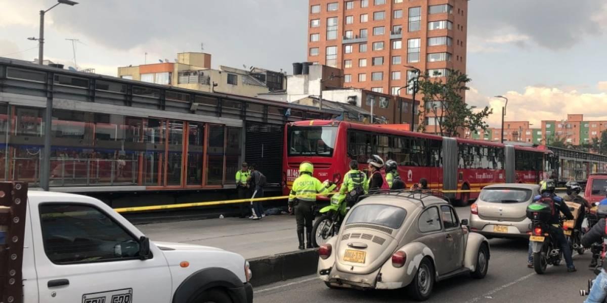 """""""Sin piedad, lo empujó"""": relata testigo del momento en que hombre fue arrollado por TransMilenio"""