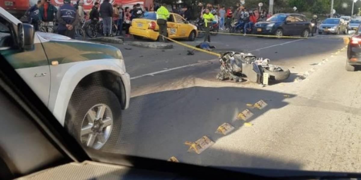 Grave accidente entre taxi y motocicleta deja una persona sin vida en el norte de Bogotá