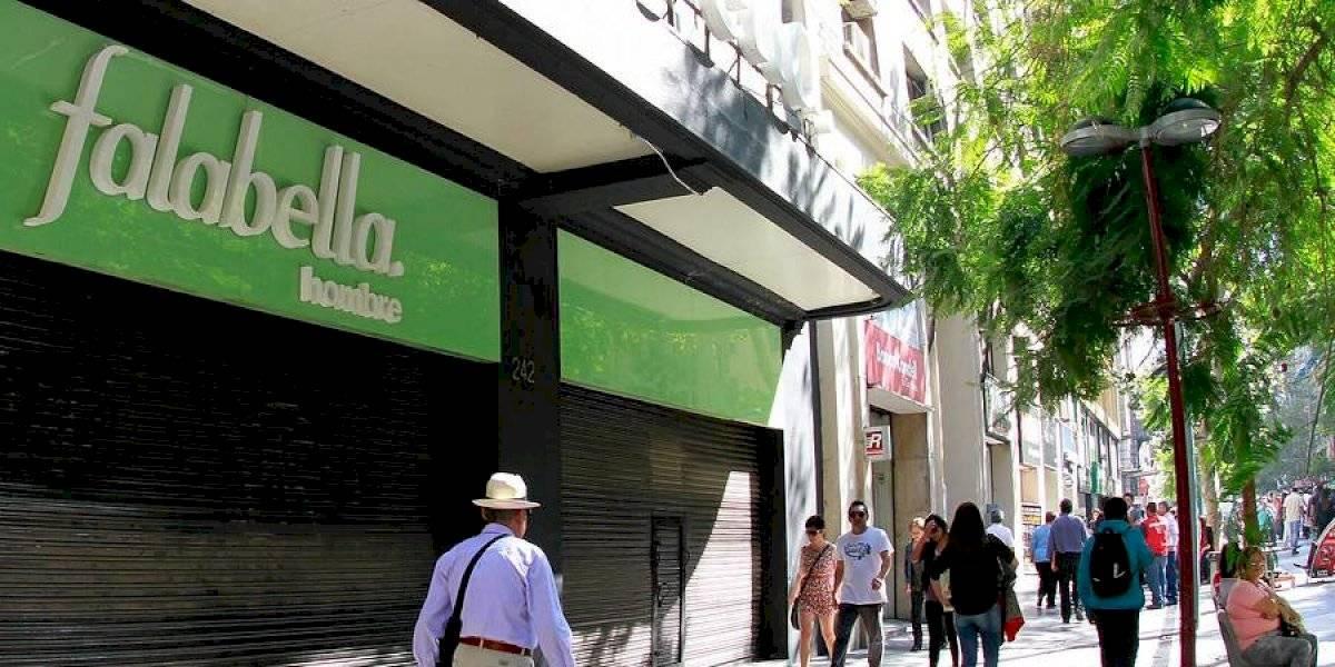 Falabella se disculpa por polémicas fotos en su catálogo navideño tras críticas en redes sociales