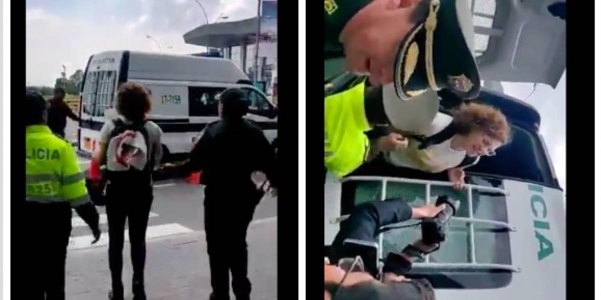 Denuncian que la Policía retuvo a personas que estaban protestando en el aeropuerto El Dorado