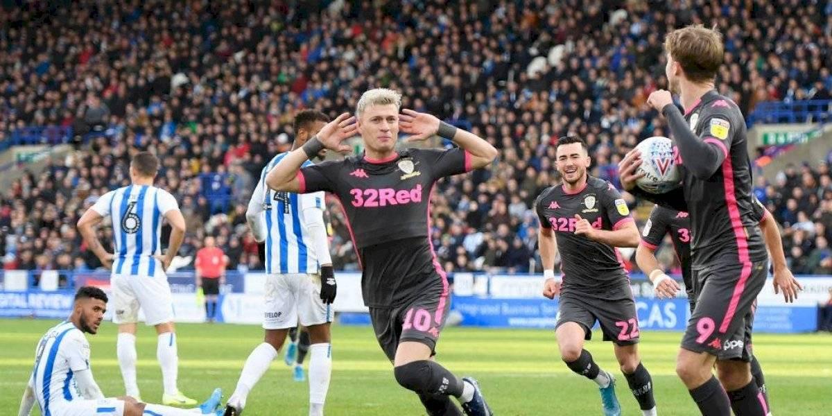 Leeds de Bielsa consiguió su sexta victoria al hilo y es líder de la Championship