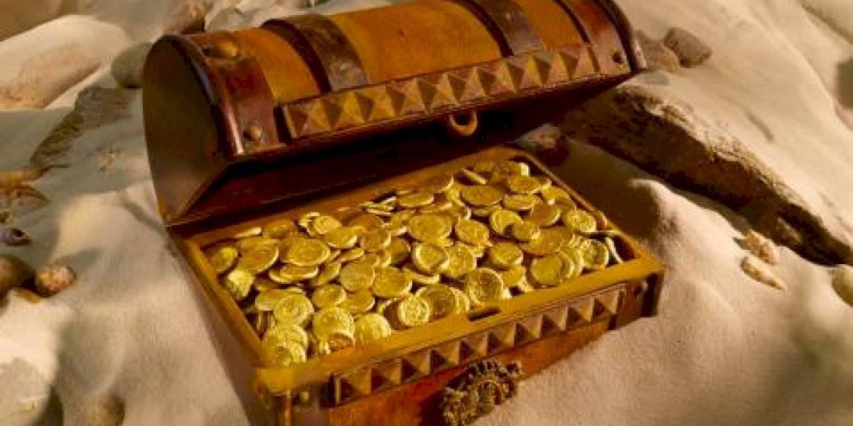 El hombre más afortunado del mundo: se compra un terreno tras ganar la Lotería y encuentra un tesoro enterrado