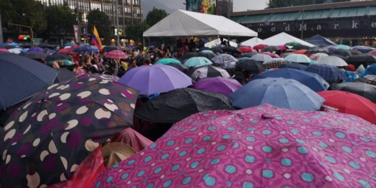 La lluvia no ha sido obstáculo para que los bogotanos se movilicen este 8D
