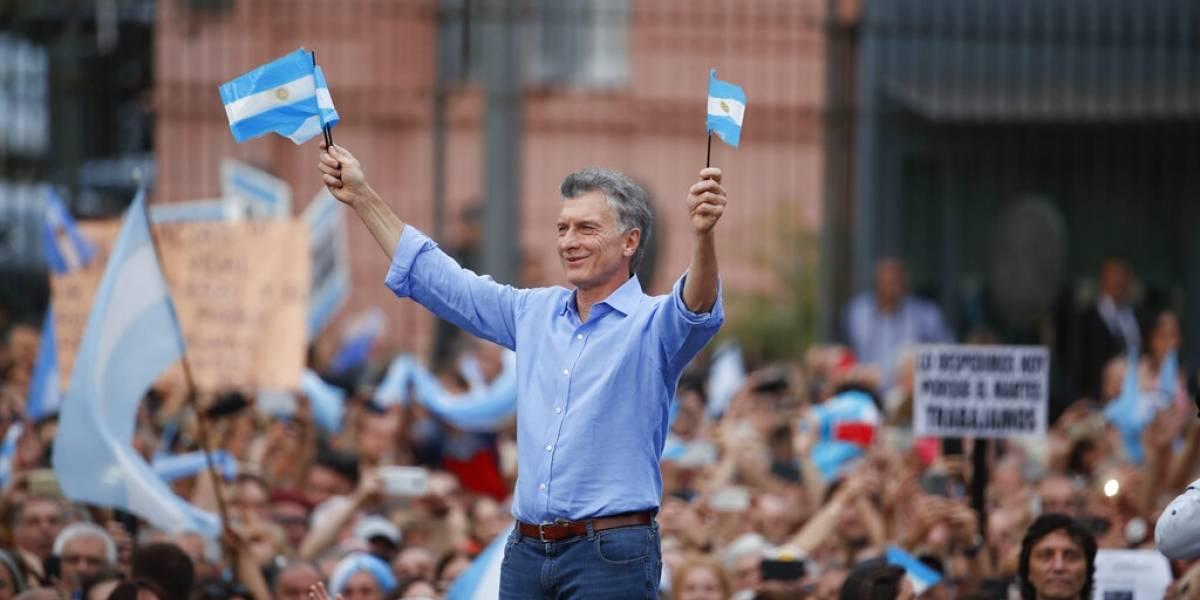 """Macri se despide y pide cuidar Argentina """"de que no la roben"""""""