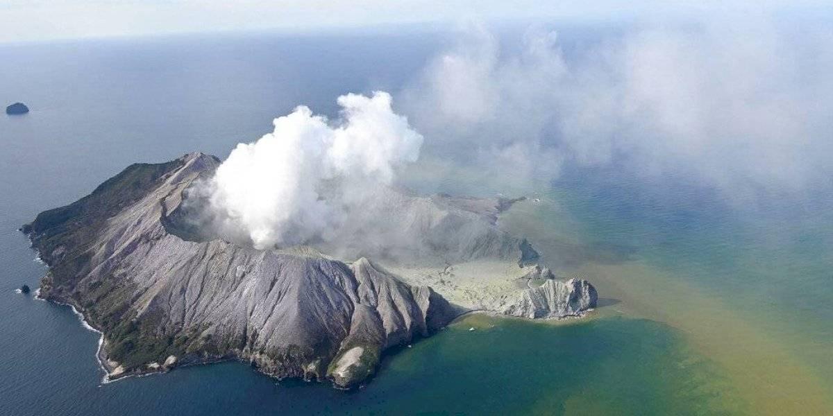 """""""Dios mío"""": los impactantes registros tras erupción de volcán en Nueva Zelanda mientras era recorrido por turistas y que dejó al menos 5 muertos y varios desaparecidos"""