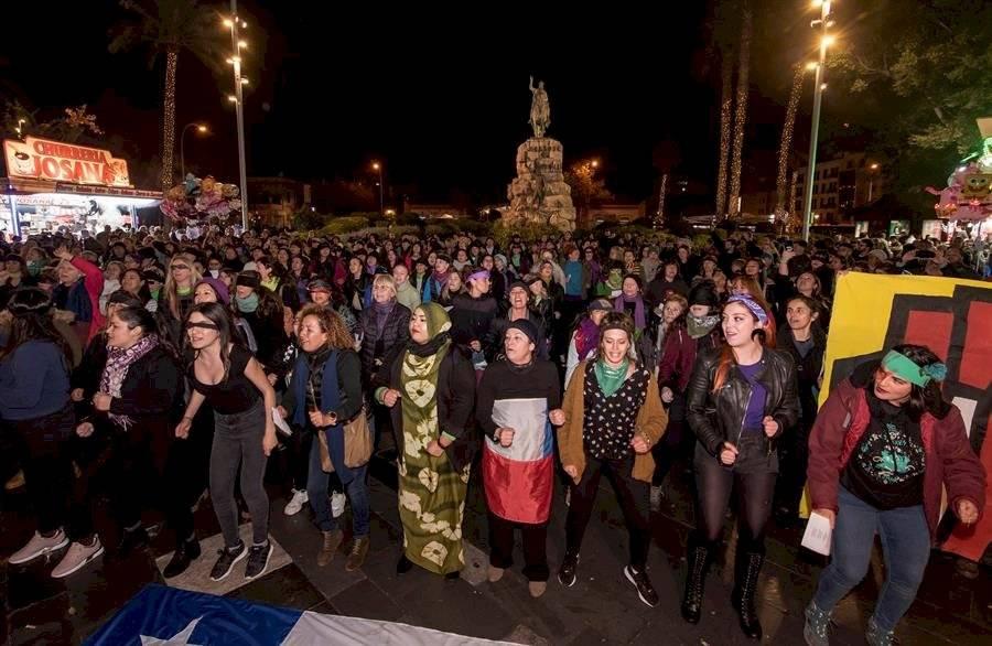 """Coreografía """"Un violador en tu camino"""" en Palma"""