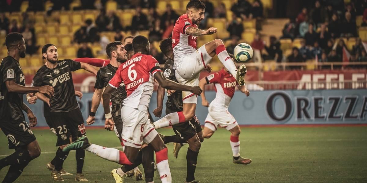 Guillermo Maripán saca la cara por los chilenos en Europa e integra el equipo ideal de la fecha en Francia