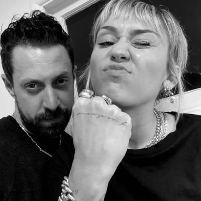 Los tatuajes minimalistas son los preferidos por la cantante Miley Cyrus