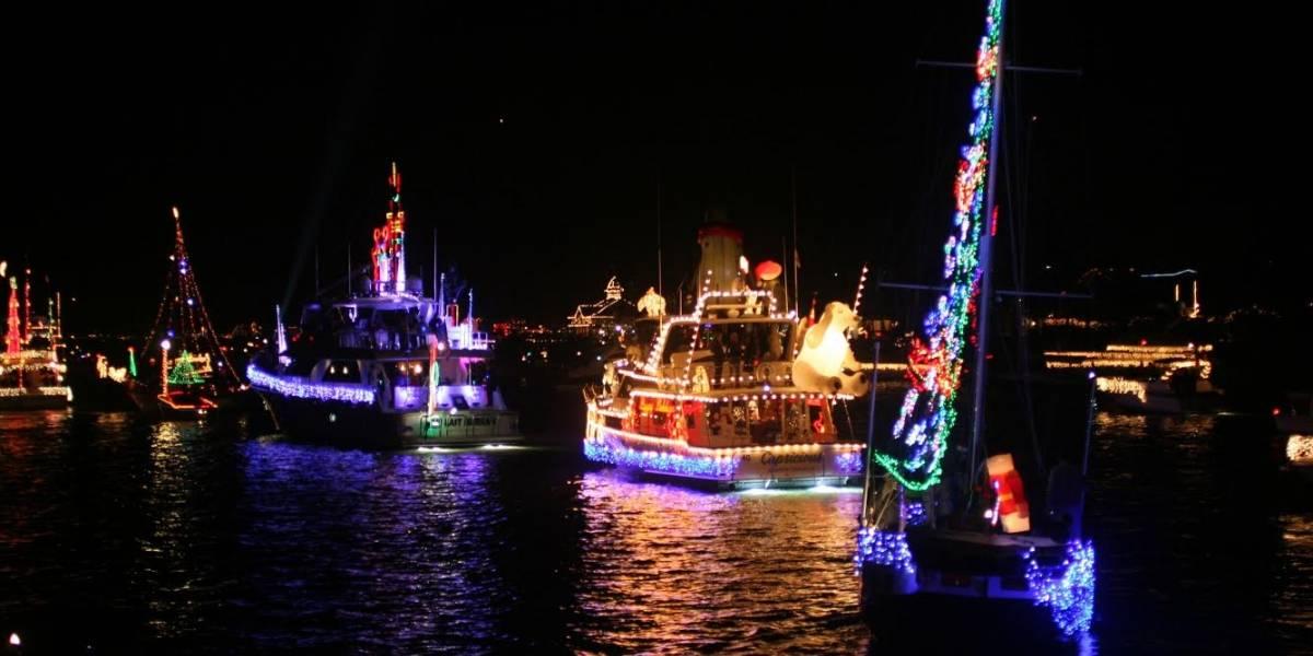 Regresa espectacular parada de botes iluminados por la Navidad
