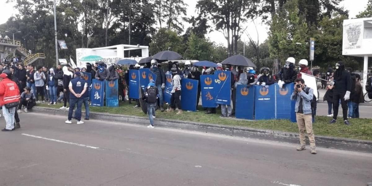 Bloqueos intermitentes en la Universidad Nacional causan gigantescos trancones