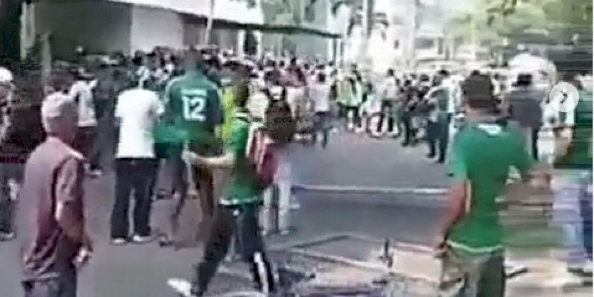 Fuertes disturbios al frente de sede del Deportivo Cali por protestas de hinchas