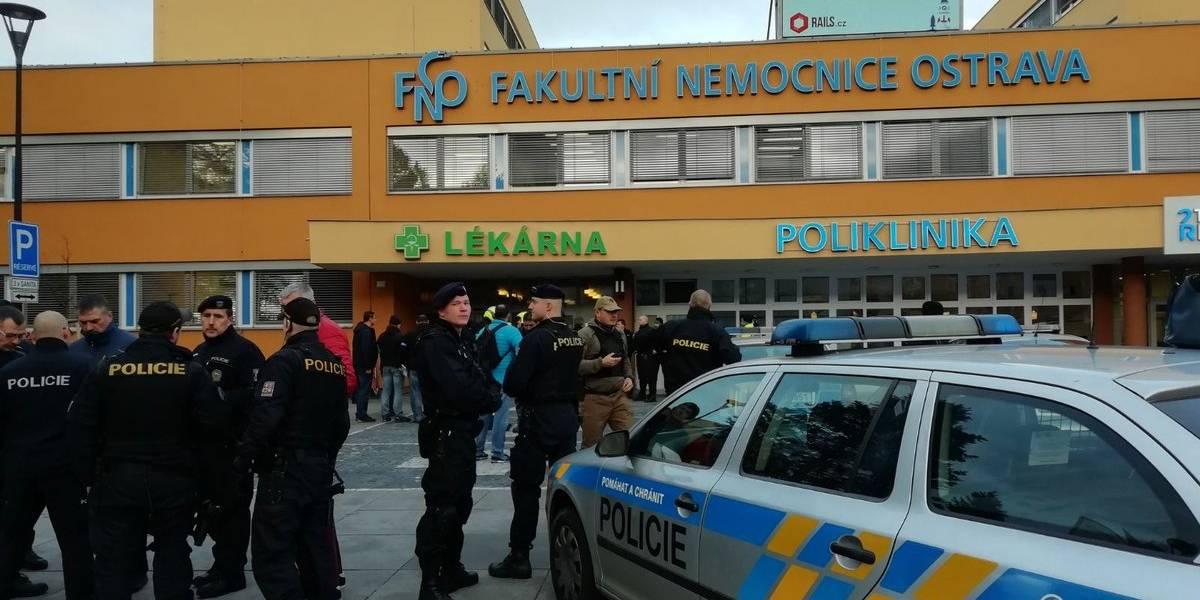 Homem mata seis pessoas a tiros em hospital na República Tcheca