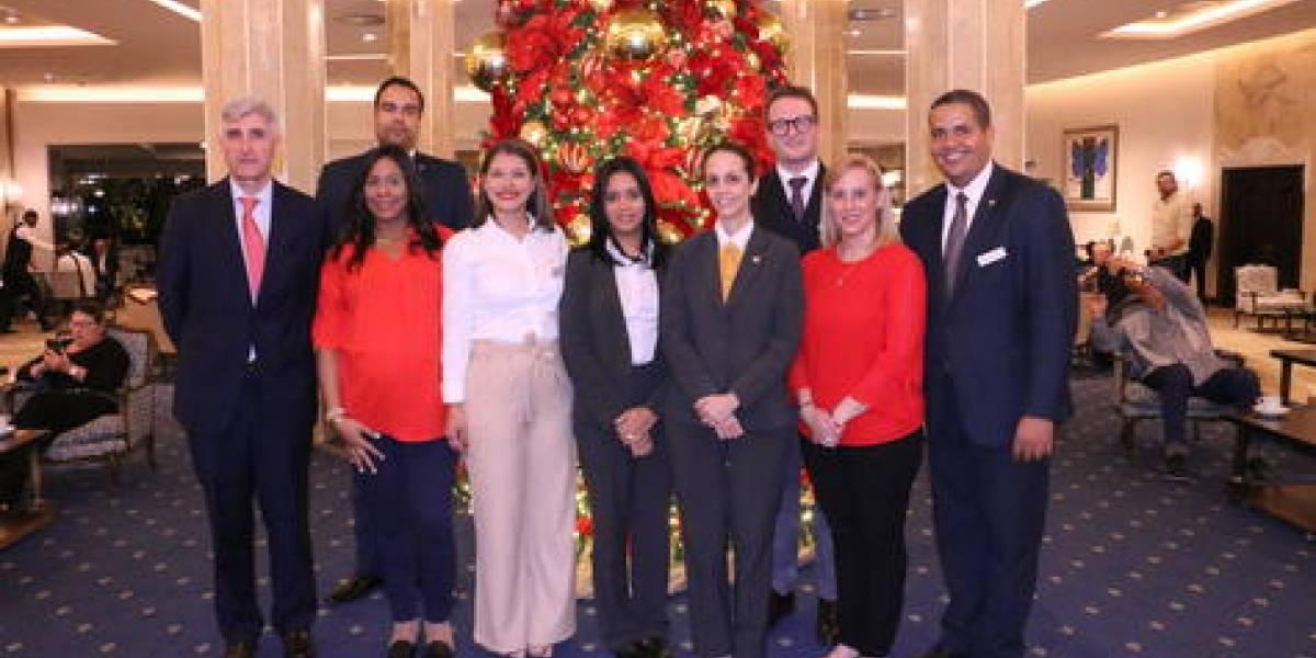 """""""Encendido del Árbol de Navidad"""" hotel El Embajador con villancicos"""