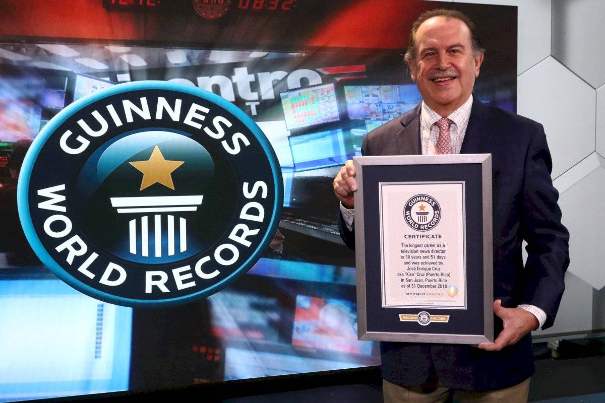 José Enrique ¨Kike¨ Cruz recibe su récord mundial Guinness