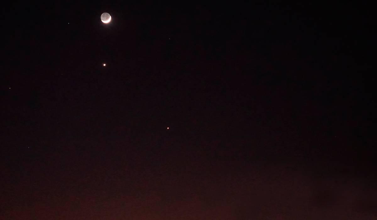 La Luna y dos planetas se podrán ver alineados durante la noche de este martes