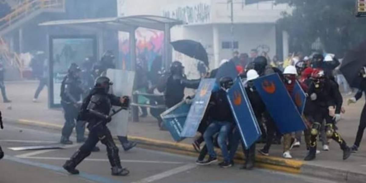 En bloqueos de la U. Nacional, el Esmad arremetió contra Primera Línea