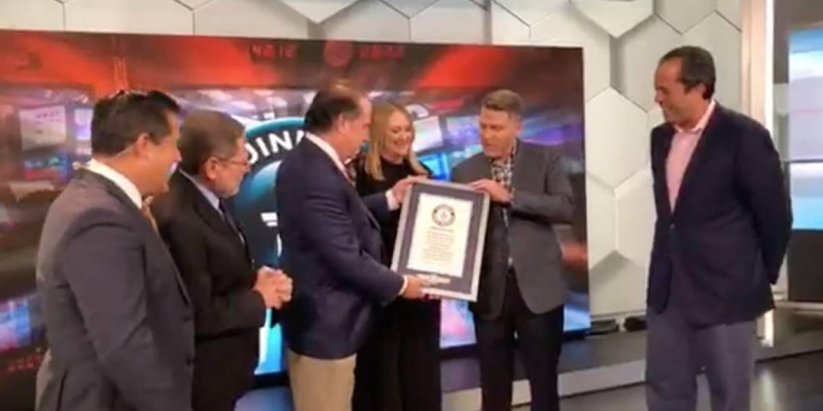 Kike Cruz recibe reconocimiento de Guinness World Records