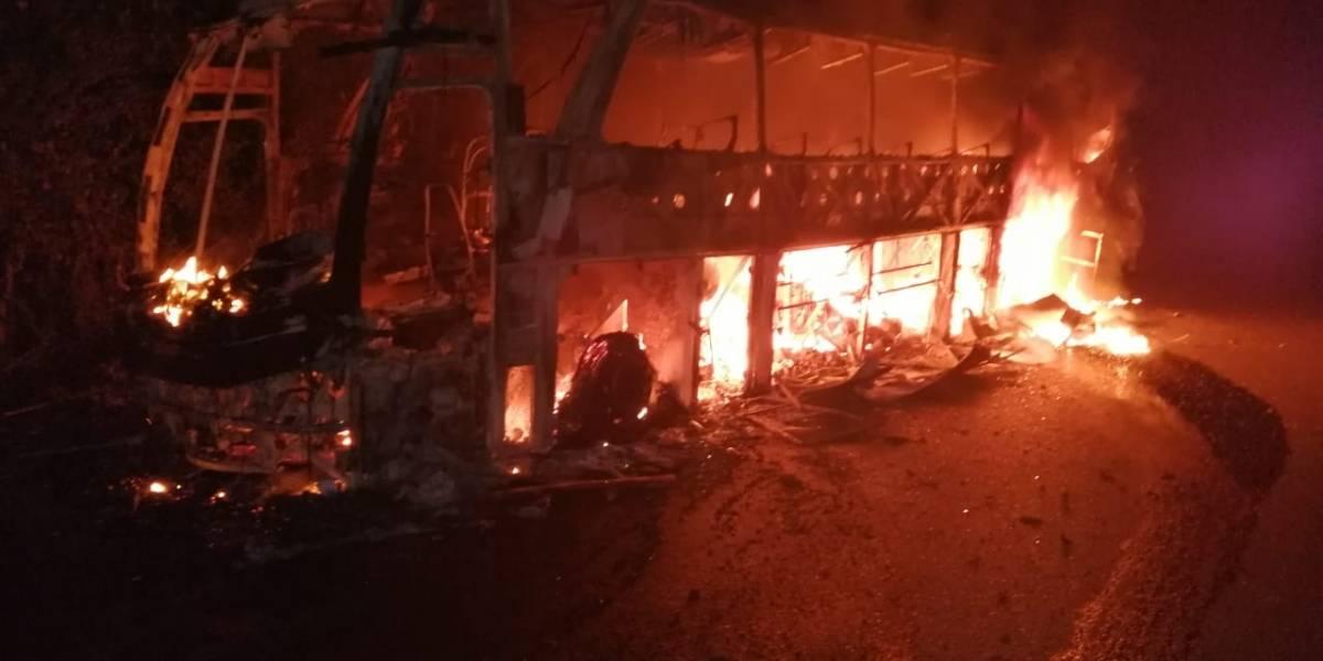 ELN sería el responsable de quemar 6 vehículos en carreteras de Antioquia