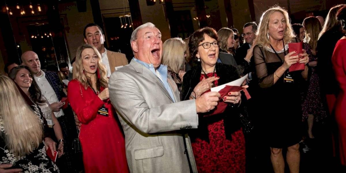 Compañía reparte 10 millones de dólares a empleados en bonos navideños