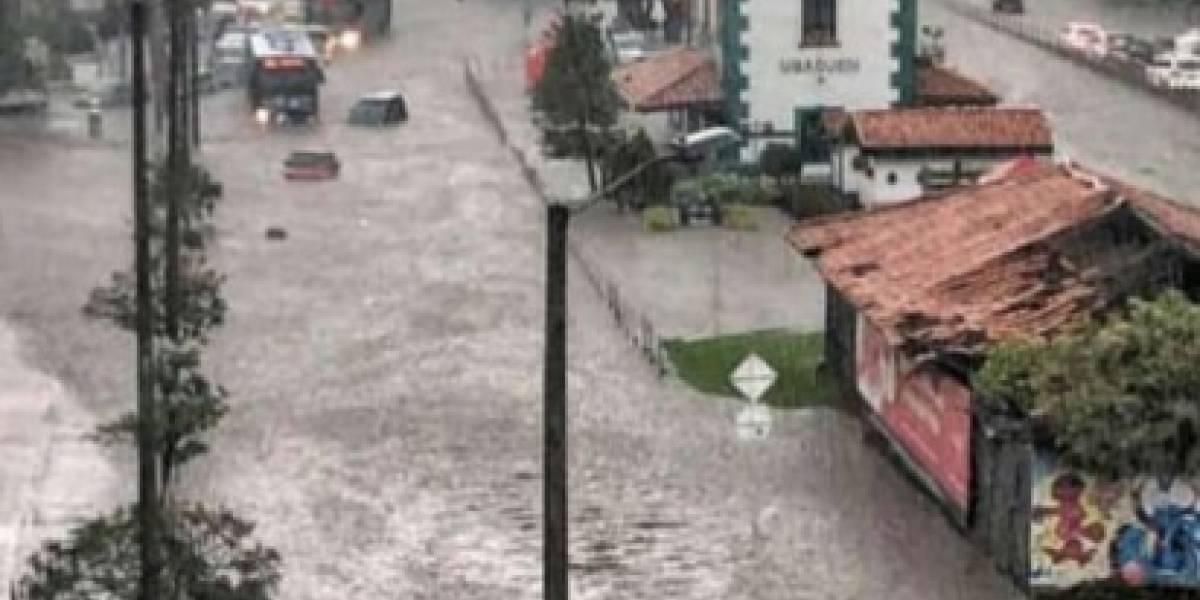 Grave inundación en la avenida Novena afectó a varios vehículos