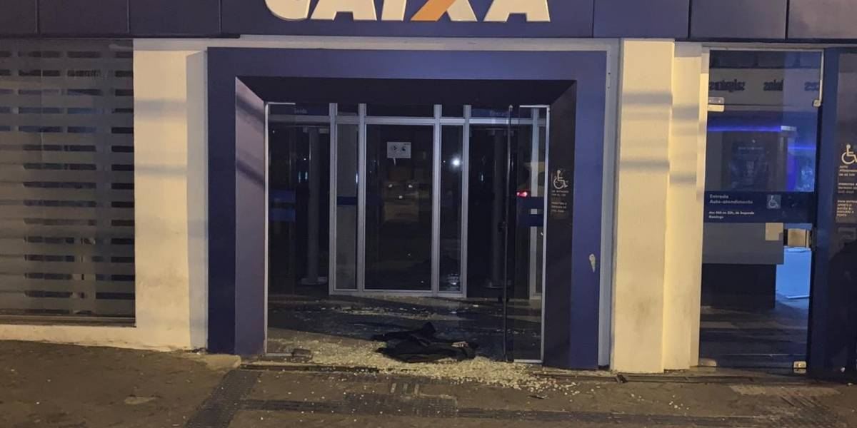 Quadrilha explode banco e rende moradores em Botucatu, SP