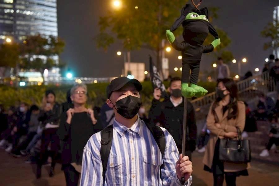 Las protestas llegaron de manera masiva a las calles hongkonesas el pasado 9 de junio a raíz del citado proyecto de ley de extradición, ya retirado por el Gobierno, pero han mutado hasta convertirse en un movimiento que busca una mejora de los mecanismos democráticos de Hong Kong y una oposición al autoritarismo de Pekín. EFE