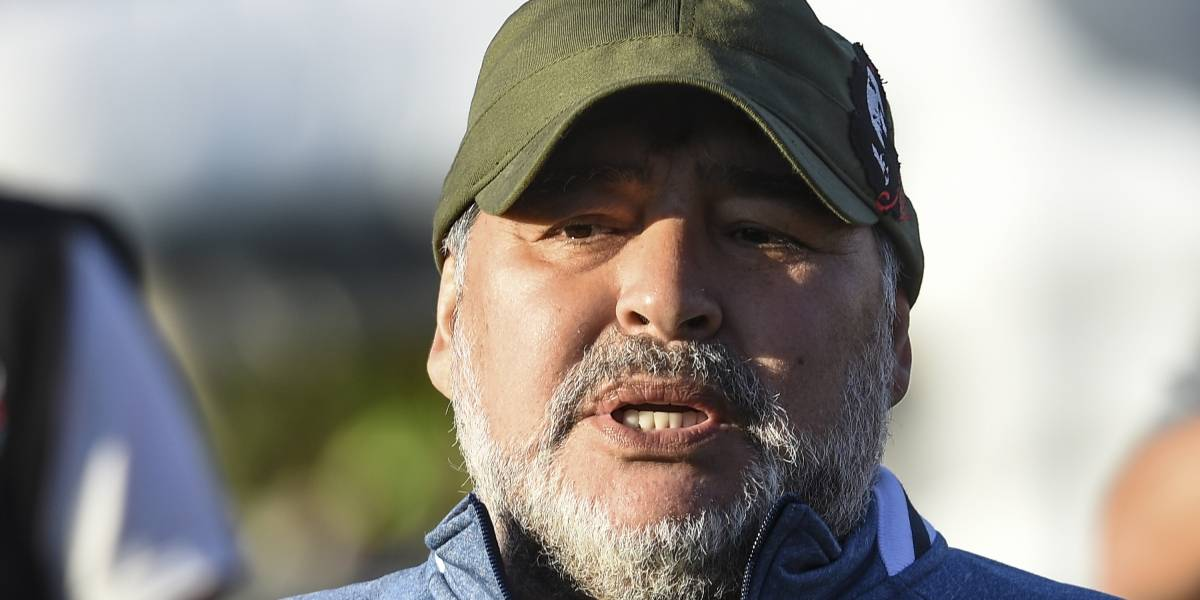 (VIDEO) Diego Maradona regañó a niños que le pedían un autógrafo