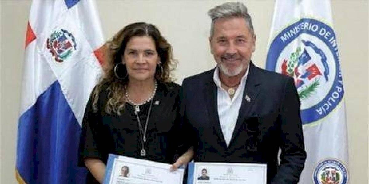 Ricardo Montaner juró por la bandera dominicana