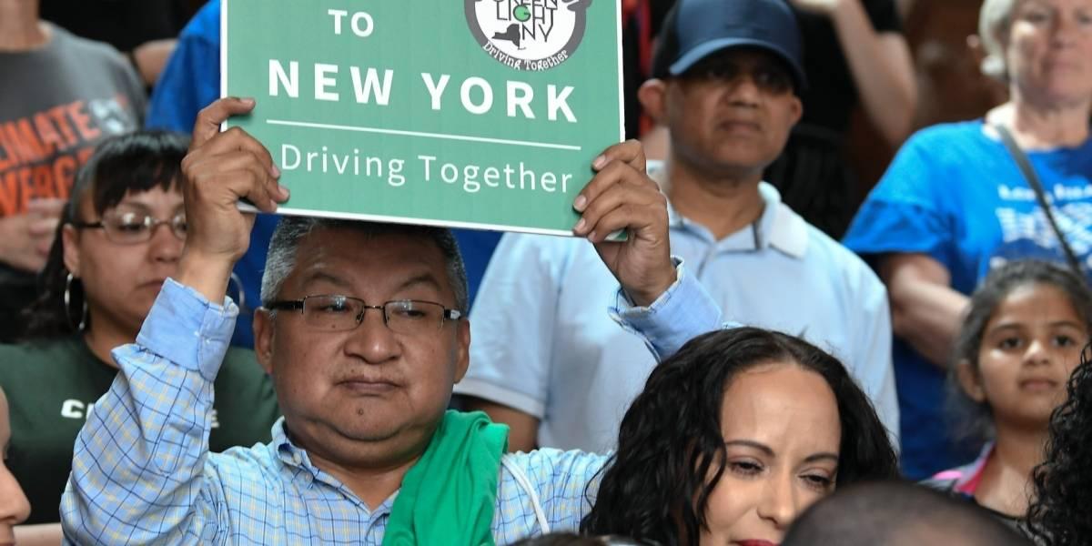 NY promulga ley de licencias de conducir a migrantes