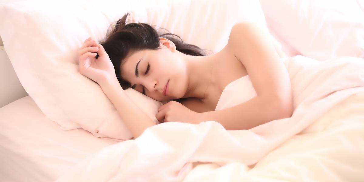 Pessoas que dormem mais de 9 horas por noite têm mais chances de sofrer um derrame
