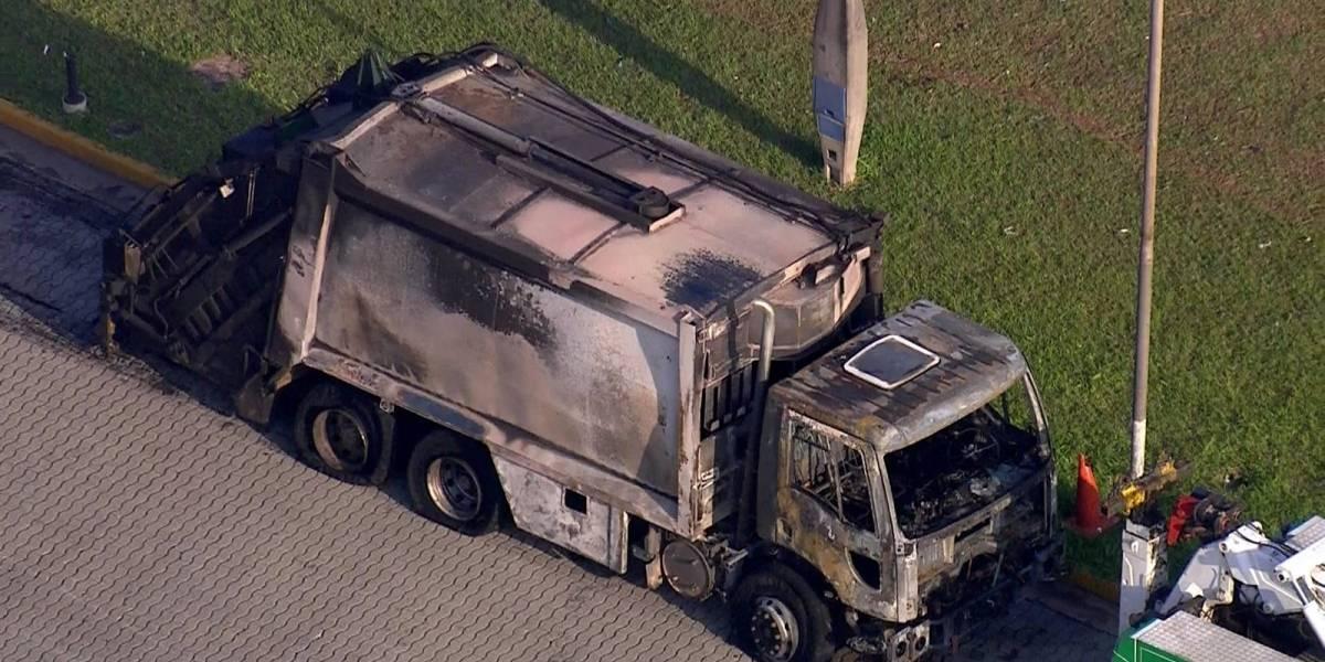 Caminhão de lixo pega fogo e congestiona rodovia Ayrton Senna