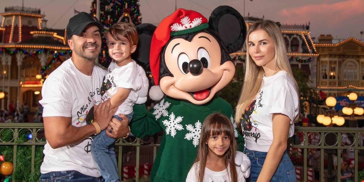 Luis Fonsi y su familia celebran la navidad en Disney