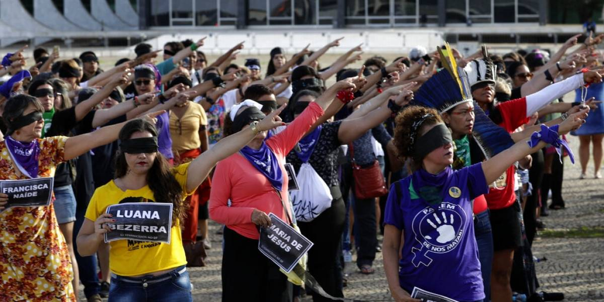 Brasileñas se unen a himno feminista contra violencia sexual