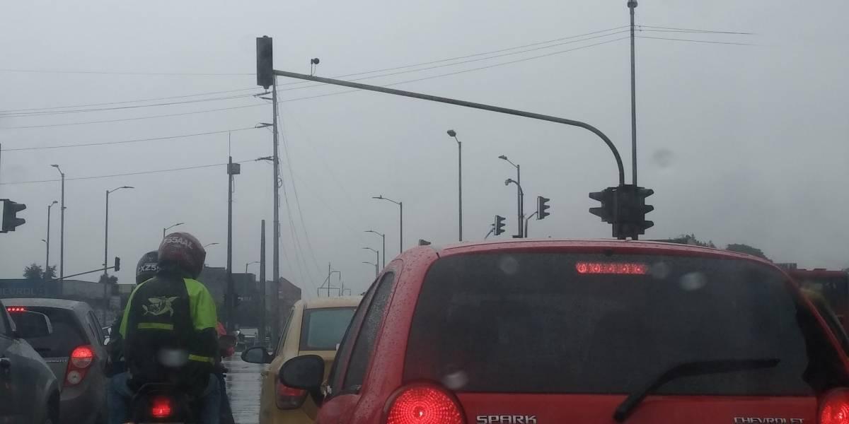 Fallas de semáforos en Bogotá pusieron a caminar a usuarios de TransMilenio