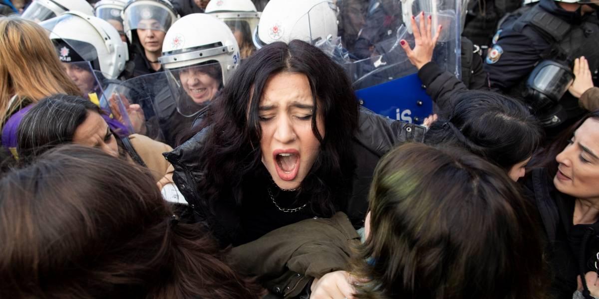 Hasta 2 años de cárcel por cantar 'Un violador en tu camino' en Turquía