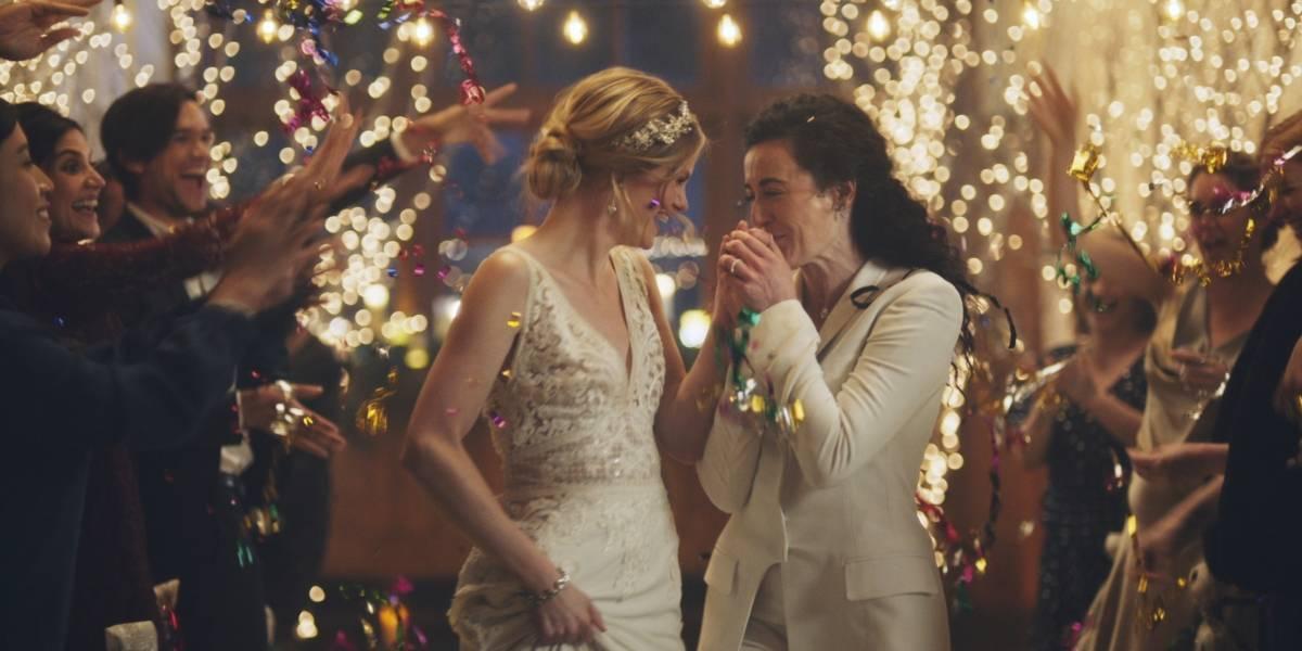 Critican a Hallmark por remover anuncio con alusiones a bodas gay