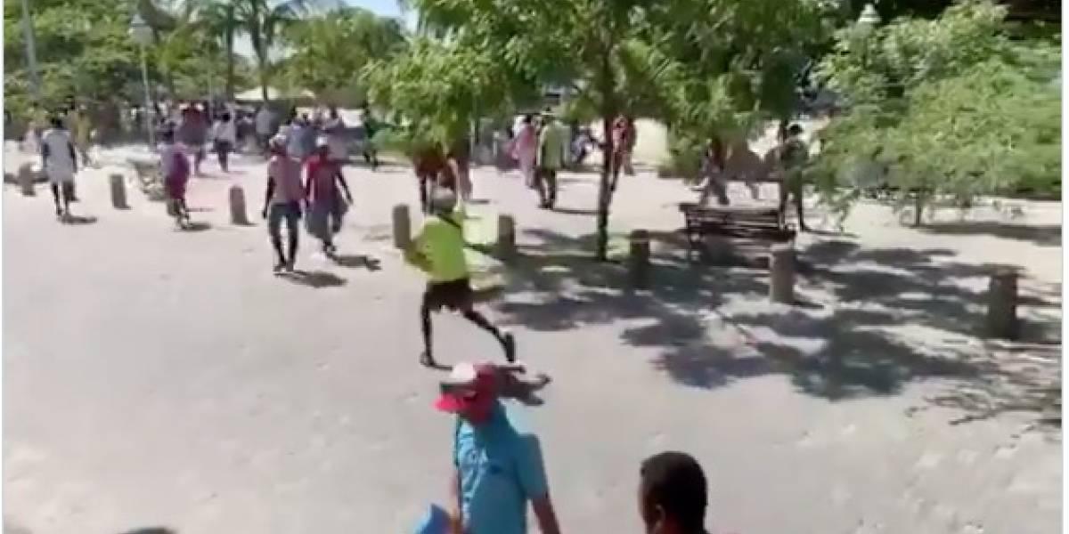 Vendedores ambulantes echaron a piedrazos a policías en El Rodadero