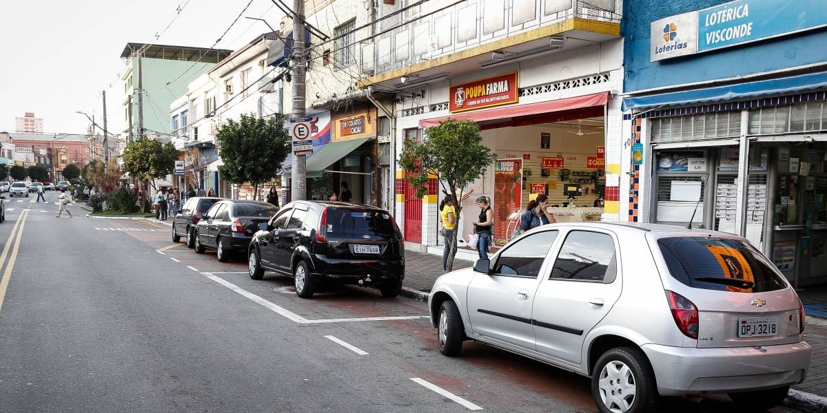 Lojas poderão abrir por até seis horas em cidades da fase laranja em SP