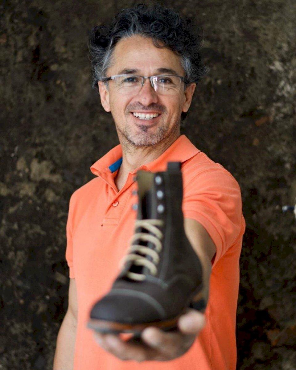Edmundo López, creador de Díos Leather Shoes