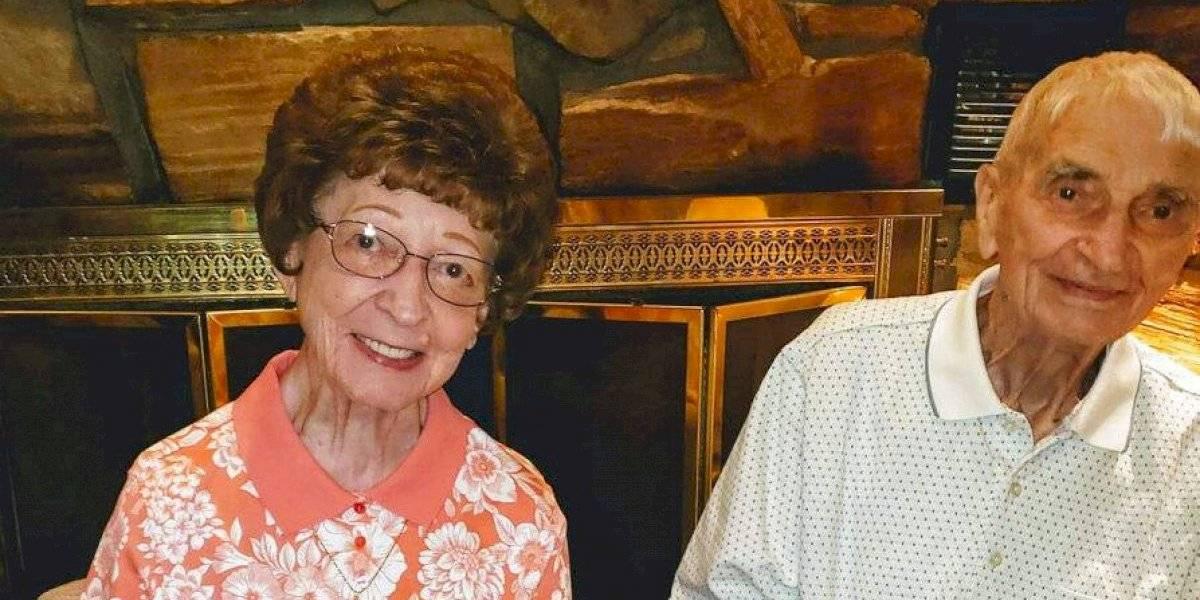 """""""Si tenían que irse, esta fue la forma más romántica que había"""": pareja muere con minutos de diferencia tras 70 años de relación amorosa"""