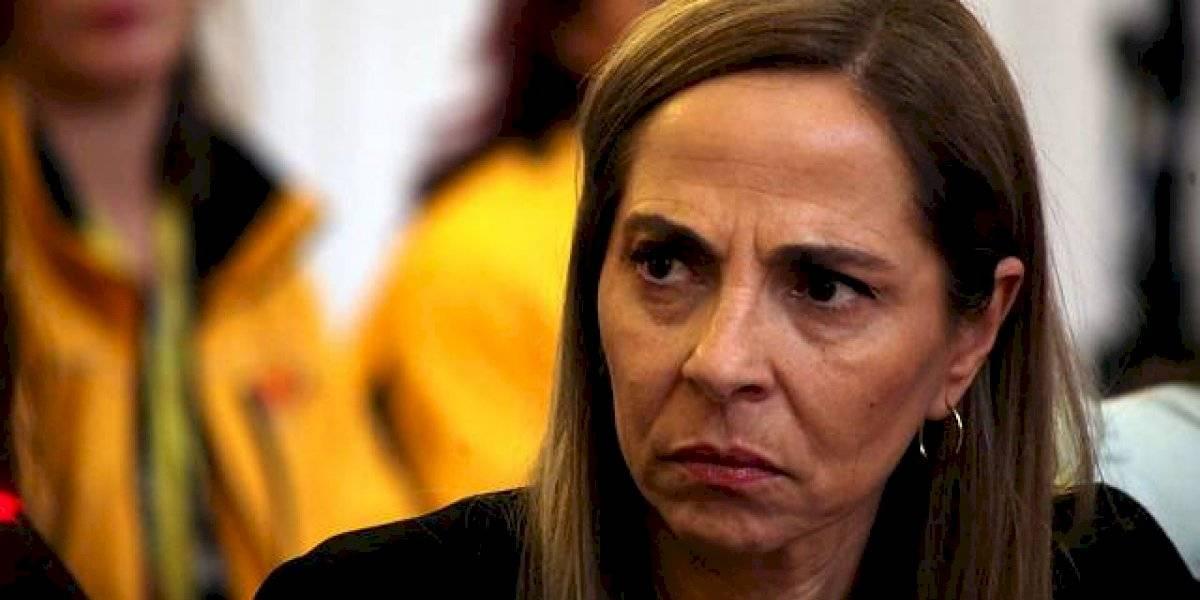 """Otra vez se escuchó """"renuncia Plá"""": ministra de la Mujer y la Equidad de Género fue funada a la salida de importante entrevista"""