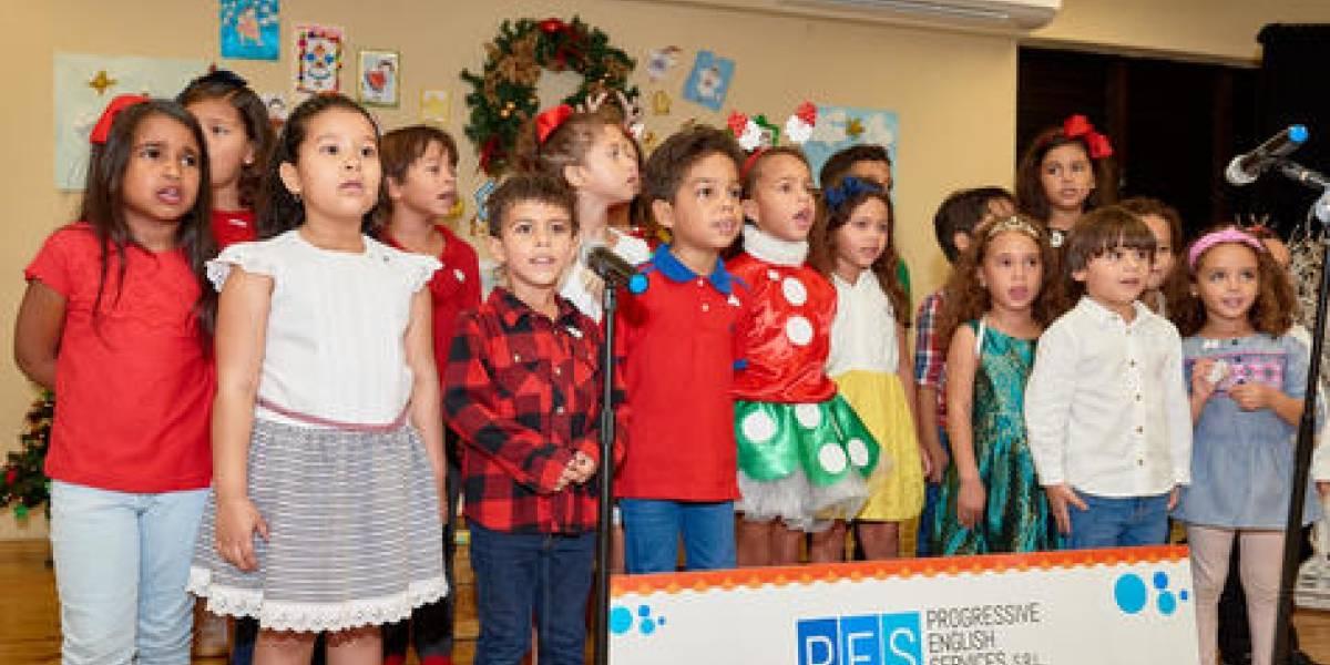"""""""Un canto por la Navidad"""" realizado por estudiantes de Progressive English Services"""