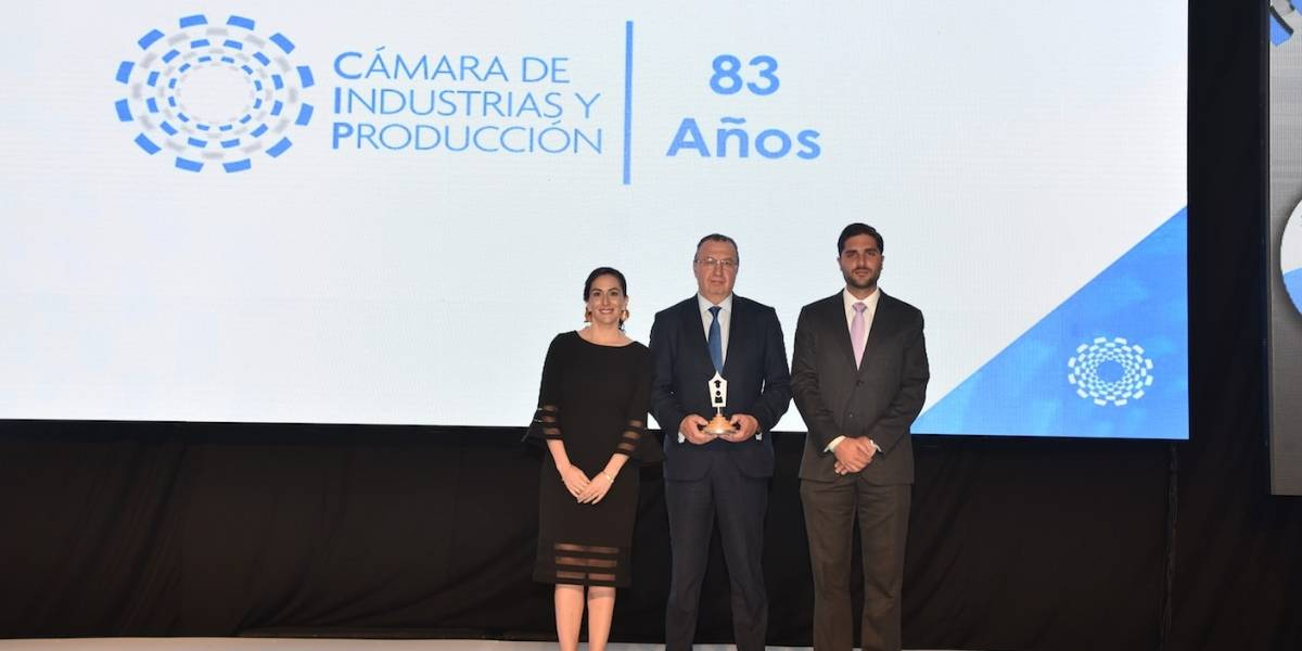 Banco Internacional recibe premio por su aporte a la educación en Ecuador