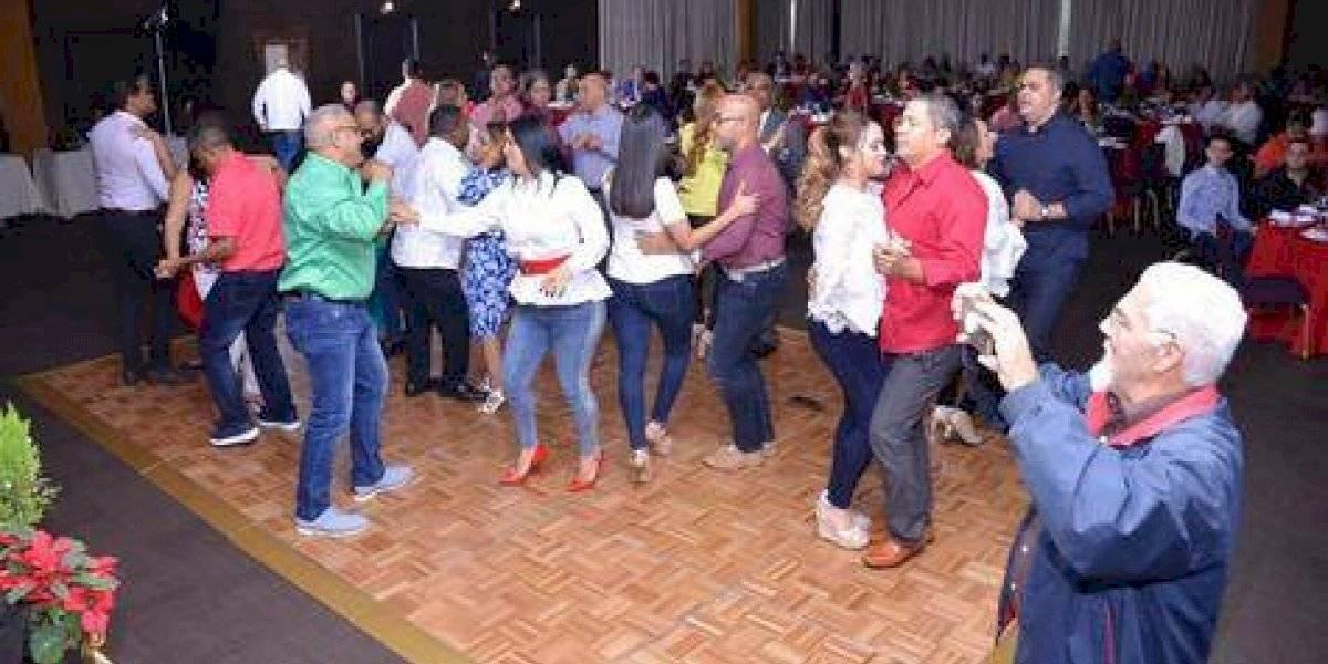 Acroarte celebró la Navidad con fiesta bailable