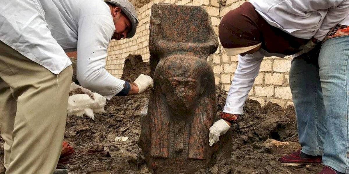 """""""Uno de los descubrimientos arqueológicos más raros"""": Egipto revela hallazgo de estatua de Ramsés II y de efigie"""