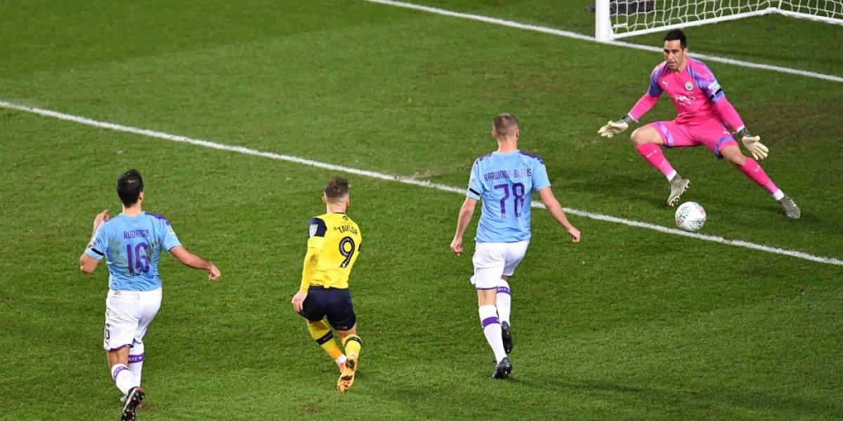 Bravo fue titular en la clasificación del City y ahora habrá Clásico de Manchester en las semifinales de la Copa de la Liga